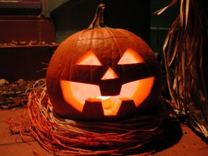 pumpkin-carving-big-toothed-jack-o-lantern-by-jeffk